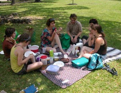 5 Health Benefits of Going to a Picnic